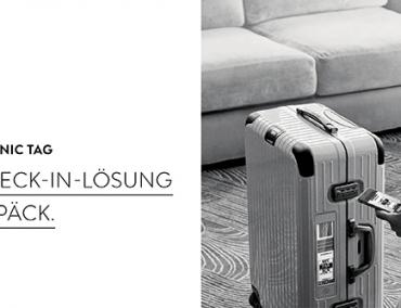 Rimowa Electronic Tag. Die erste digitale Check-In-Lösung für Ihr Gepäck. Eine junge Frau bedient einen Rimowa Electronic Tag Koffer mit ihrem Smartphone.